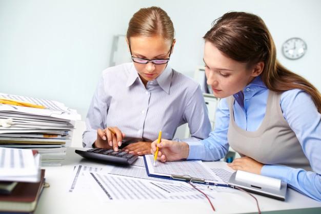 Entenda o que são os encargos trabalhistas e como eles incidem nas finanças da sua empresa.